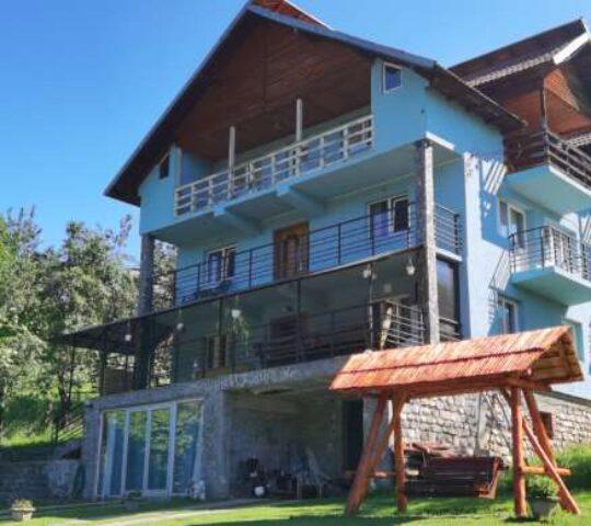 Vila La Vălucu