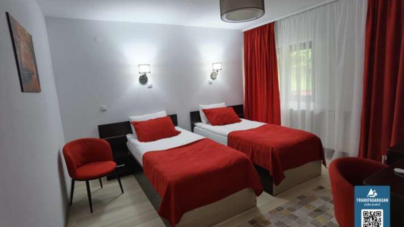 Camera Twin 203 Hotel Piscul Negru Transfagarasan Romania