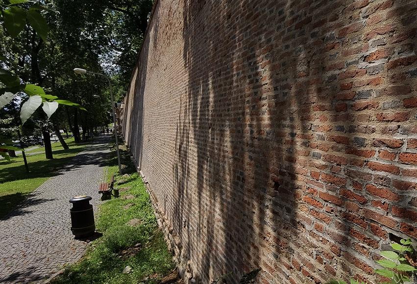 Zidurile Cetății Sibiului de pe Bulevardul Coposu din Sibiu